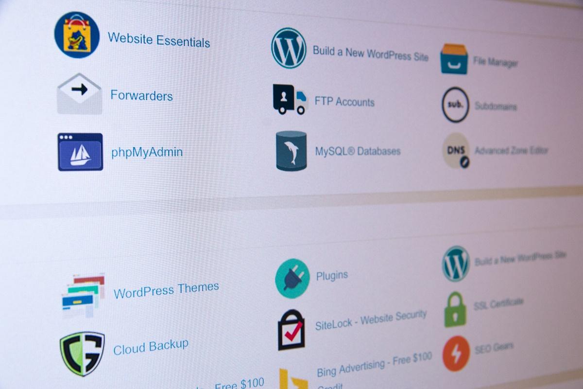 hosting i domeny